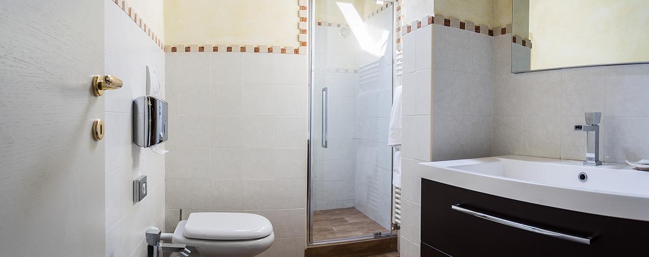 camera con doccia monza